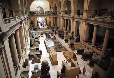 السائحون يعودون لآثار مصر
