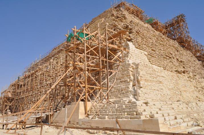 إعادة استكمال ترميم هرم -زوسر- بعد سداد مديونية مجلس الآثار