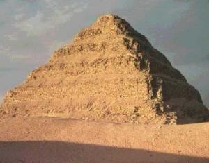 هرم زوسر سليم تماما وحالته مطمئنة افتتاح مشروع ترميم مقبرة السرابيوم بسقارة قريبا
