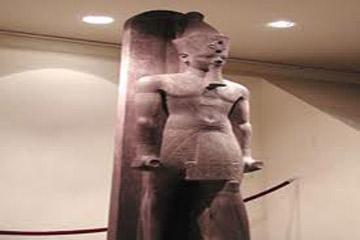 اكتشاف  تمثال ضخم للملك أمنحتب الثالث بالبر الغربى