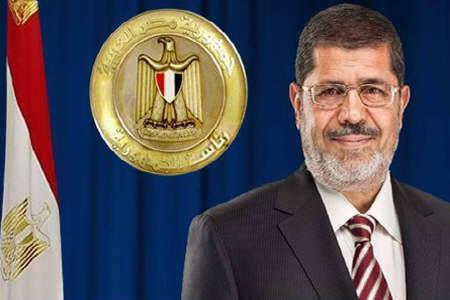 وزير الاثار وجميع العاملين بالوزارة يهنئون رئيس الجمهورية