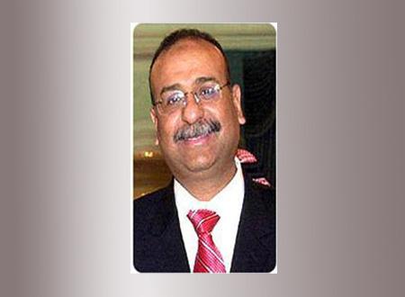 وزير الطيران المدني بدأ عمله بجوله  تفقدية فى مطار القاهرة