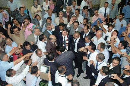 بعد غياب 3 سنوات..الطيار - توفيق عاصى- يعود بالورود والهتافات المؤيدة رئيسا لمصرللطيران