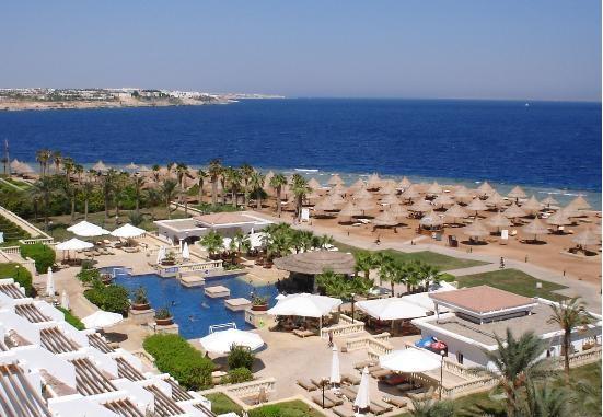 وزارة السياحة تفض اعتصام العاملين فى فندق -الريتز كارلتون- بشرم الشيخ وتحل مشكلاتهم