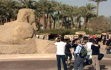 الشباب التونسى يتجول فى معالم مصر السياحية ويتعرف على حضاراتها
