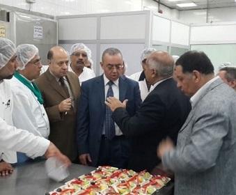 رئيس مصر للطيران يتفقد مبنى شركة الخدمات الجوية