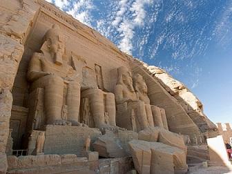 إيطاليا ترفع حظر السفر عن المناطق السياحية المصرية