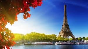 باريس.. سياحة بلا عودة