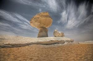 الصحراء البيضاء تتصدر قائمة أجمل و أغرب المواقع السياحية العالمية