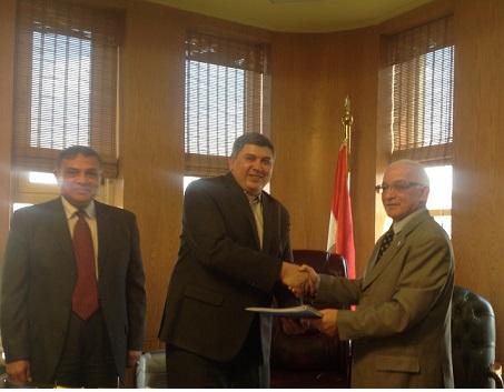 المصرية للمطارات توقع عقد الأسواق الحرة بمطار الغردقة الدولى الجديد مع الكرنك