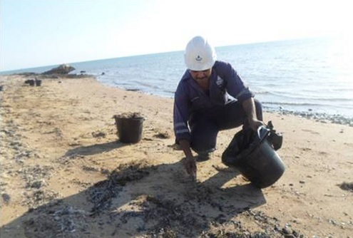 السيطرة على تلوث زيتى شمال غرب محميه راس محمد