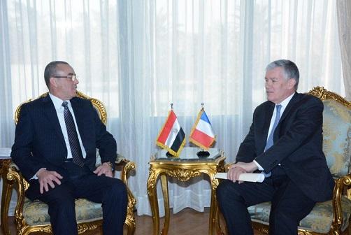 وزير الطيران المدني يبحث مع سفير فرنسا سبل دعم التعاون المشترك