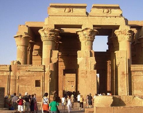 دار الأوبرا تحتفل بحملة - مصر قريبة - الأربعاء القادم