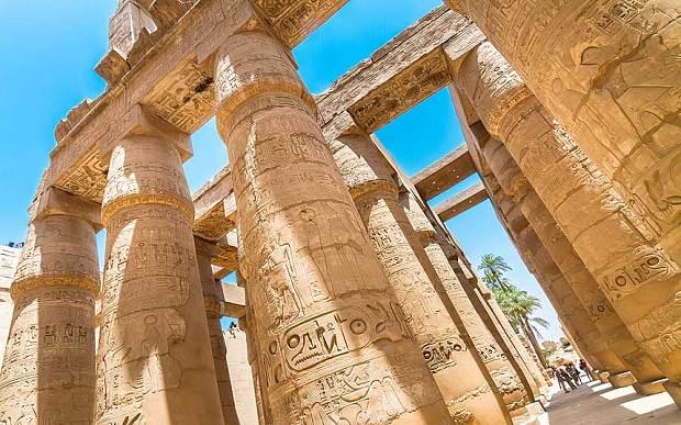 بريطانيا تُغير صيغة تحذيرات السفر إلى مصر
