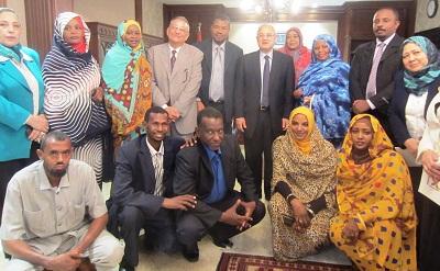 وزير السياحة يُسلم الشهادات الخاصة بالبرنامج التدريبي على 10 من قيادات وموظفي وزارة السياحة السودانية