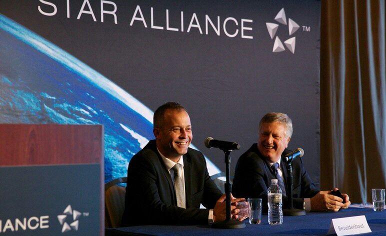 رئيس -مصر للطيران- يشارك في اجتماع اللجنة التنفيذية العليا لتحالف ستار