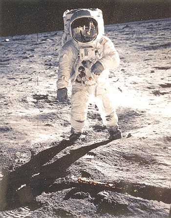 مليون مشترك في رحلة إلي القمر عام 2008