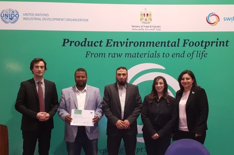 مصنع البردي ينال شهادة البصمة البيئية للمنتج
