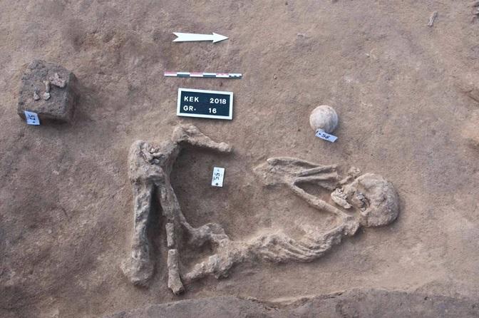 العثور على مقابر الهكسوس و20 دفنة ترجع لفترة نقادة