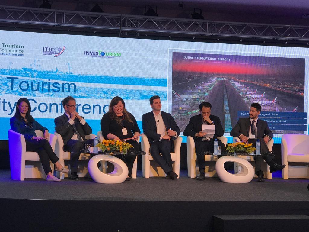 """المشاط تقدم """"قصص نجاحات الاستثمار في مجال السياحة المستدامة"""""""
