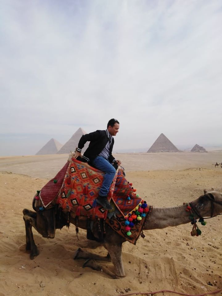 وزير سياحة بيرو يزور الاهرامات