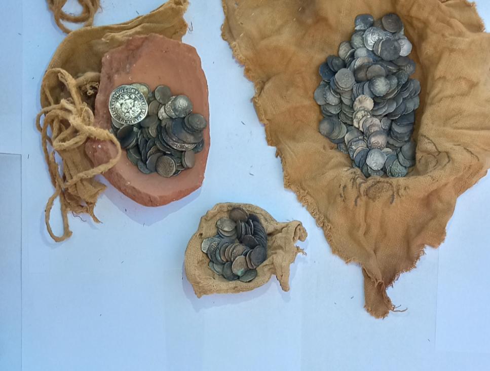 العثور علي 370 عملة معدنية مخبأة في كنيسة أبو فانا بالمنيا