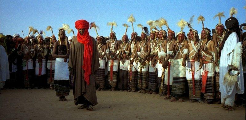 صور لا تصدق.. قبيلة -ودابي- الإفريقية رجالها -يتزينون ويتراقصون- والنساء يخترن الأزواج