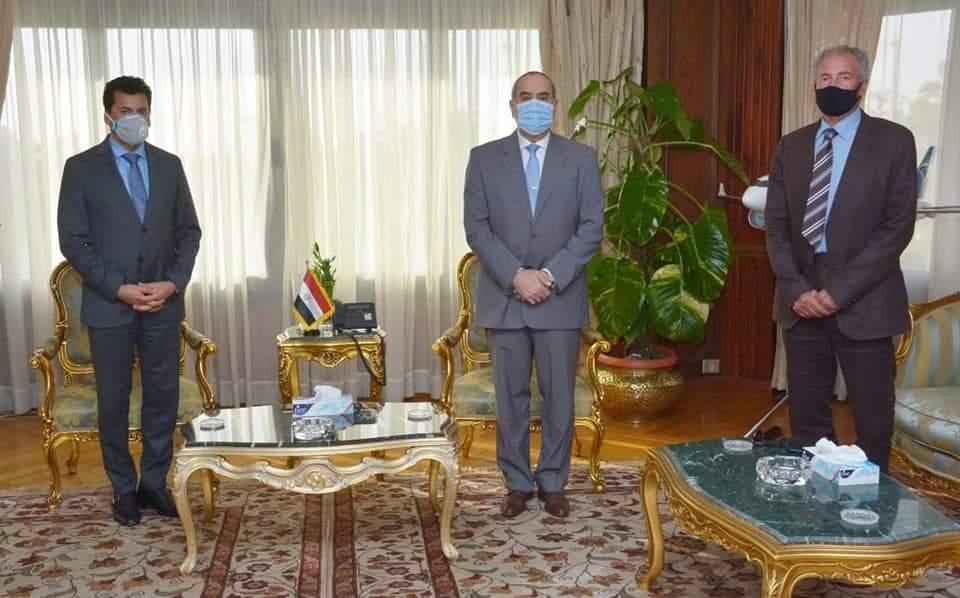 وزير الطيران يلتقى وزير الشباب والرياضة و رئيس الاتحاد الدولي لكرة اليد