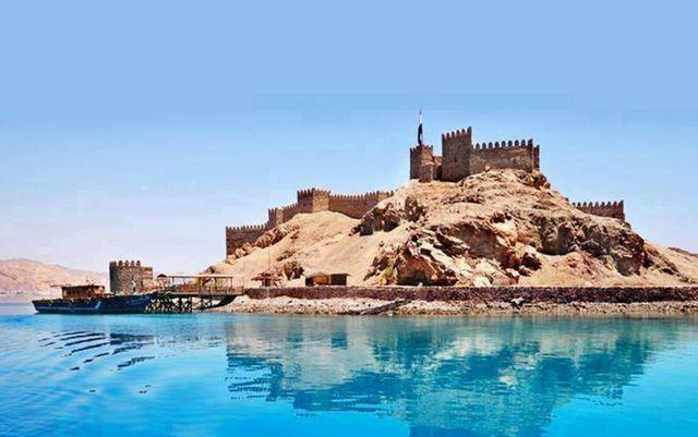 لمحة تاريخية عن القلاع والحصون