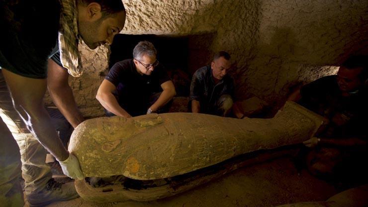 اكتشاف 13 تابوت مغلق منذ أكثر من 2500 عام بسقارة