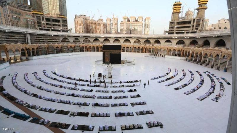 تفاصيل قرارات السعودية بالسماح لأداء العمرة والزيارة تدريجيًا