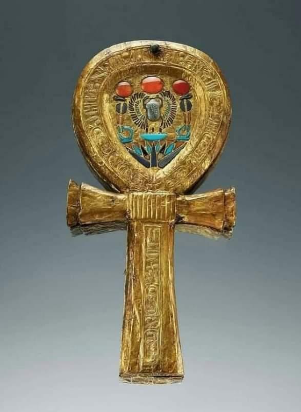 تصوير علامه (عنخ) ورمزيتها في الفن المصري القديم