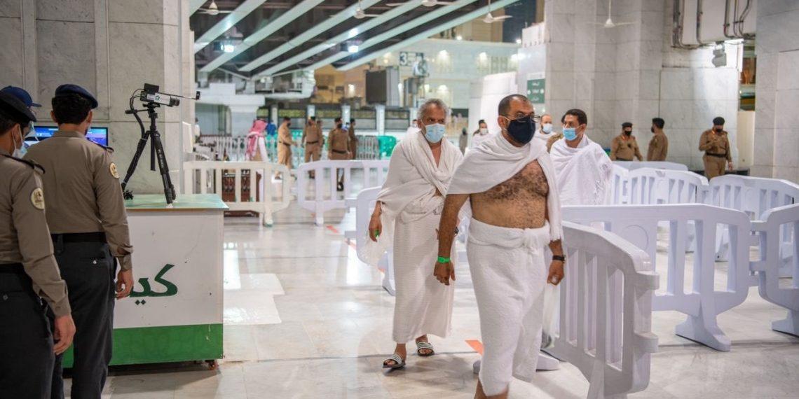 وصول الفوج الأول من المعتمرين إلى المسجد الحرام