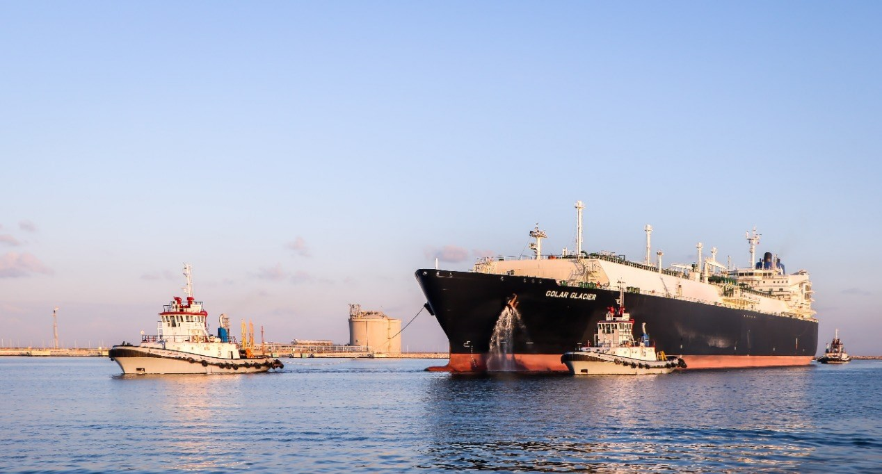 بعد توقف ثمان سنوات.. ميناء دمياط يستقبل أول سفينة لتصدير الغاز المسال