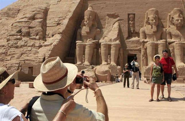 مصر إستقبلت 500 ألف سائح في 3 أشهر.. والإيرادات 800 مليون دولار