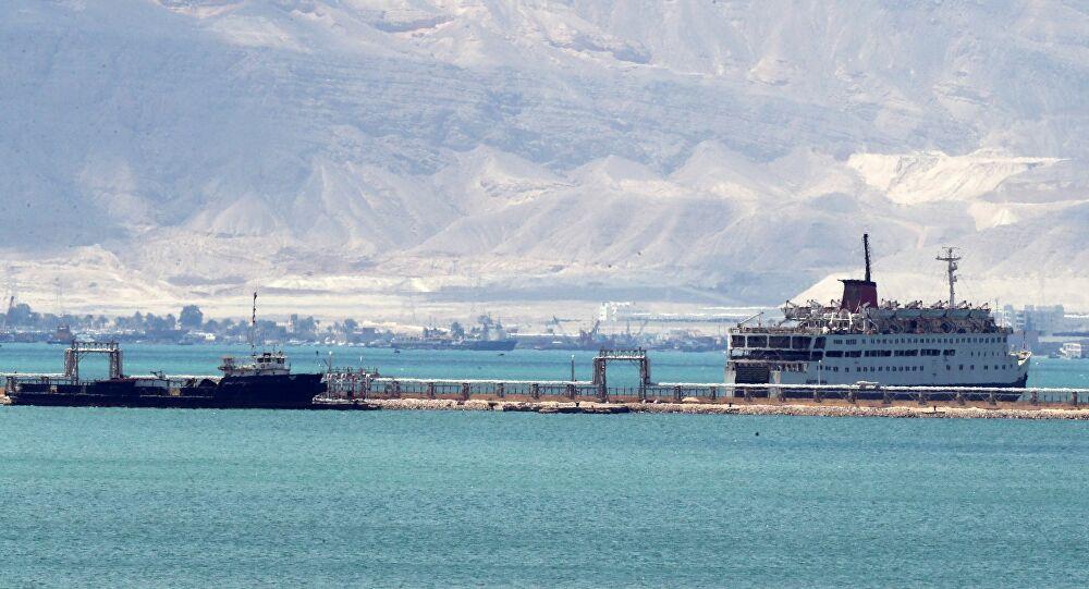 عبور كافة السفن المنتظرة بقناة السويس
