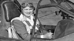 أول امرأة افريقية تقود طائرة: كابتن طيار لطفية النادي