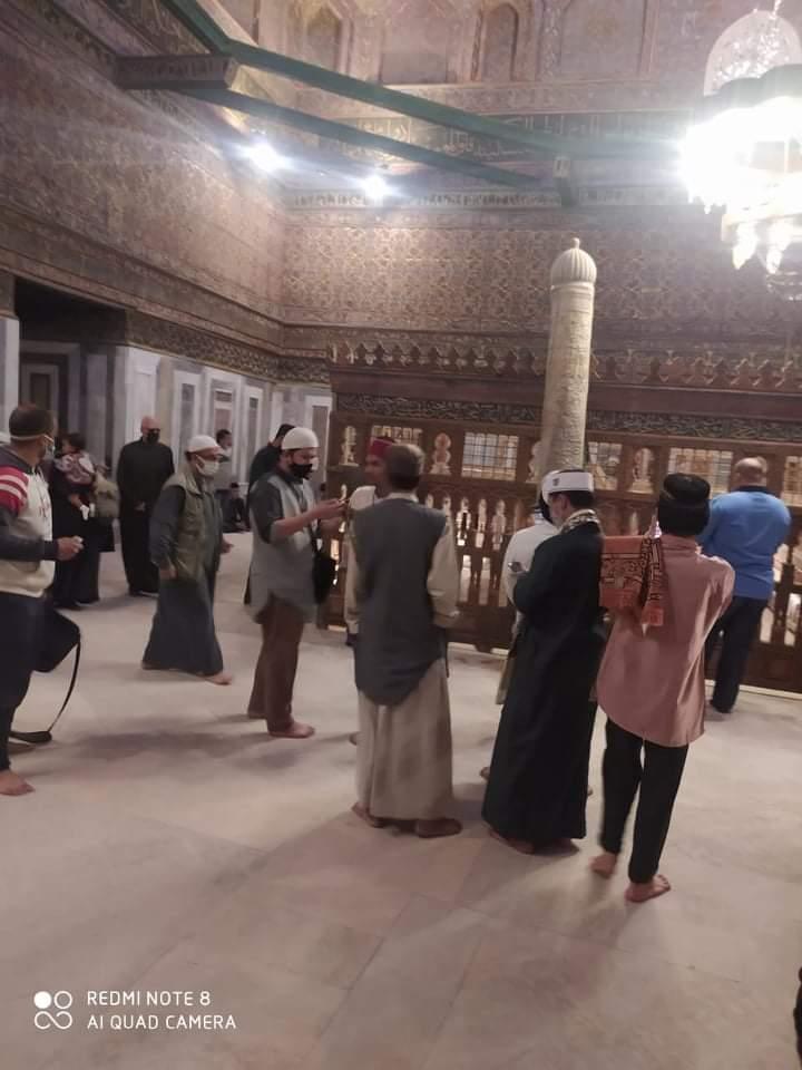 توافد مئات المصريين والأجانب لزيارة قبة ضريح الإمام الشافعي