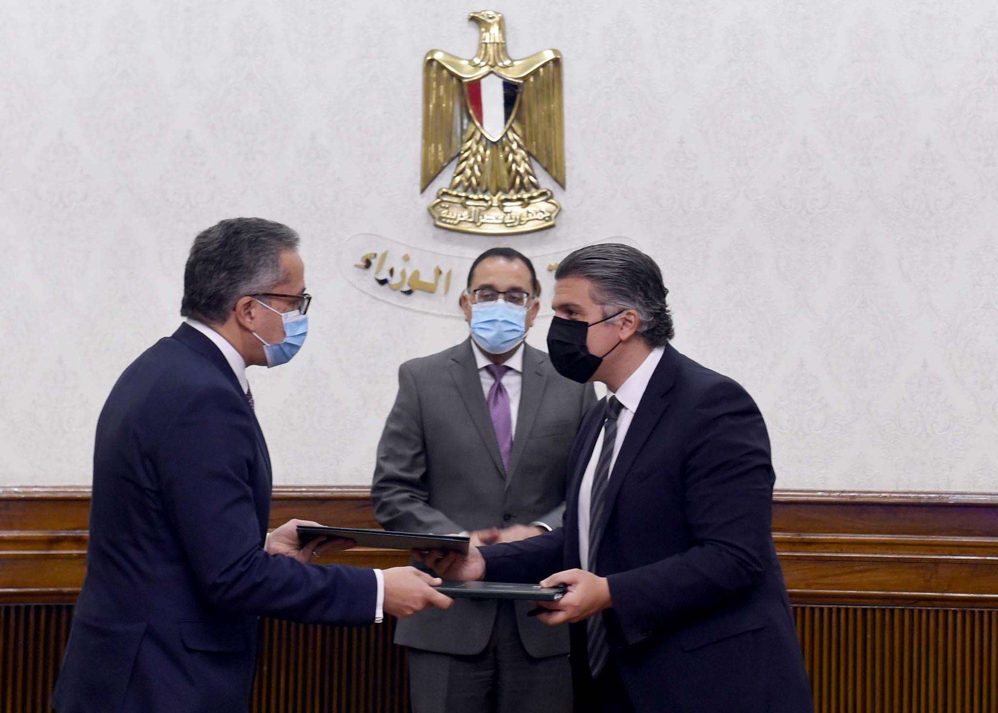 رئيس الوزراء يشهد مراسم التعاقد مع التحالف الفائز بتشغيل الخدمات بالمتحف المصري الكبير