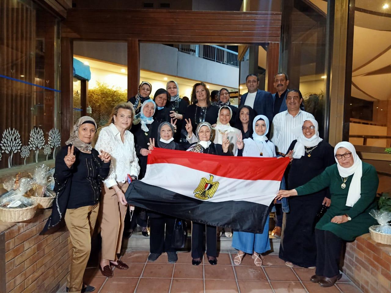 رمسيس هيلتون يحتفل بامهات وزوجات شهداء مصر