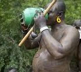 بالصور.. -الكونسو- الإفريقية يحكمها صاحب أكبر -كرش-.. وتزيِّن أراضيها ناطحات نيويورك العجيبة