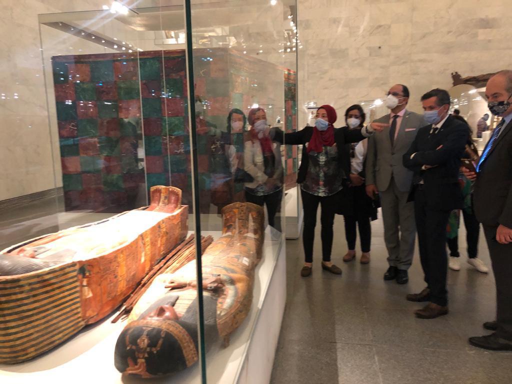 وفد من الوكالة الجامعية الفرنكوفونية والأنوكا في زيارة إلى متحف الحضارة