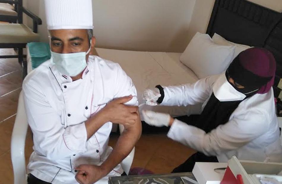 الانتهاء من تطعيم جميع العاملين بالسياحة بالبحر الأحمر ضد فيروس كورونا