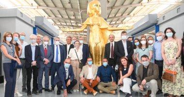 أكثر من 20 سفيرا يزورون مصنع المستنسخات الأثرية بمدينة العبور