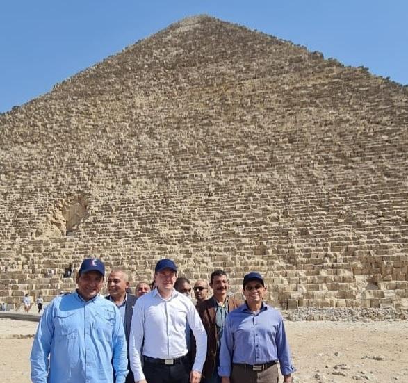 رئيس الوكالة الدولية لمكافحة المنشطات (وادا) يزور أهرامات الجيزة