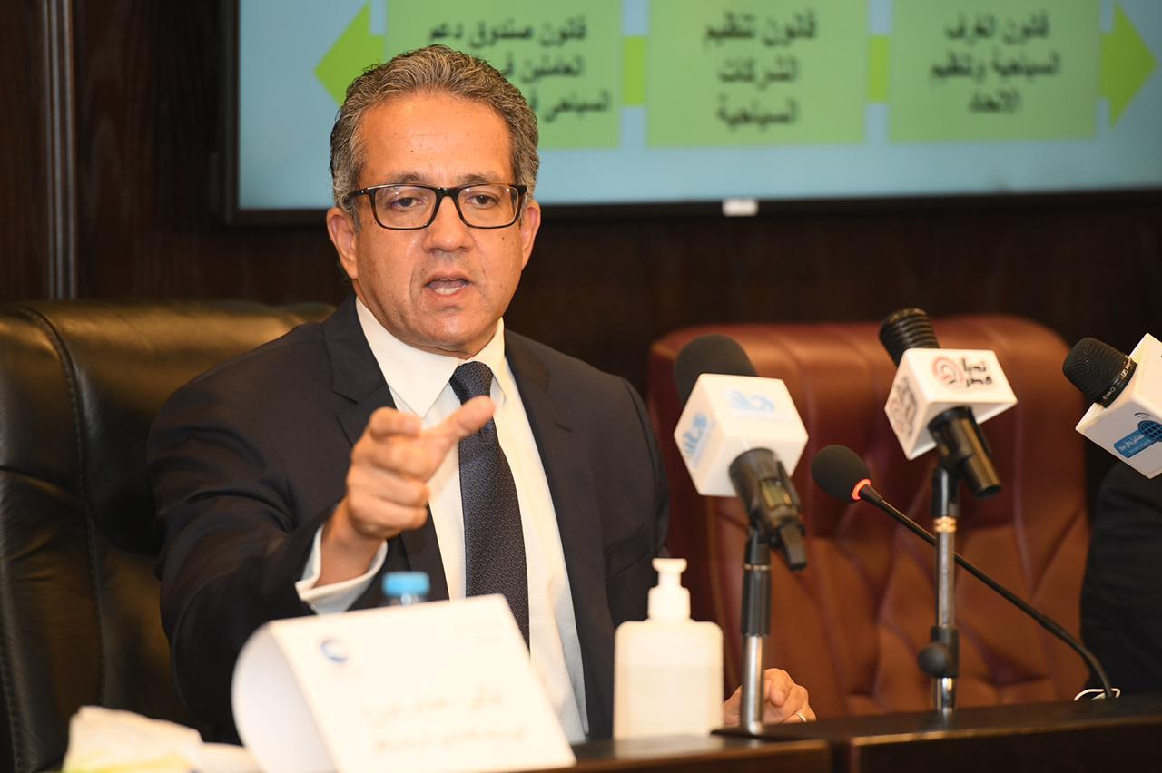 وزير السياحة والآثار يستعرض أبرز الإنجازات والوضع السياحي الراهن