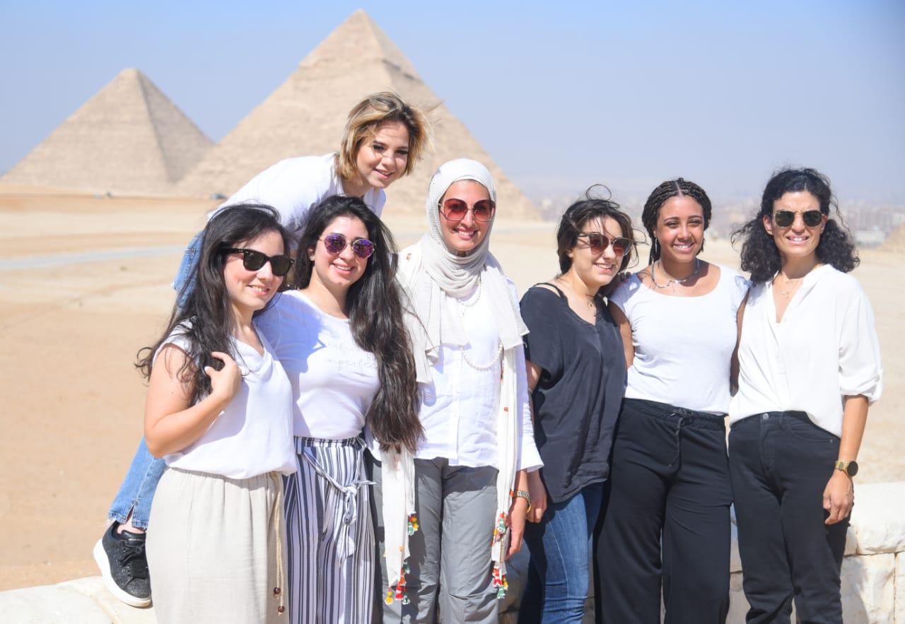 وفد من الشباب المصري واليوناني والقبرصي فى زيارة الأهرامات والمتحف القومى للحضارة
