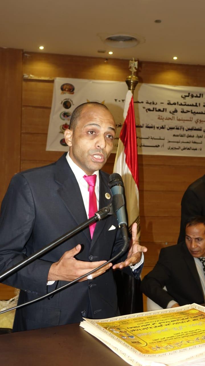 النقابة المهنية السياحيين ترفع شعار -المصريون ملوك السياحة- في  مؤتمرها الدولى