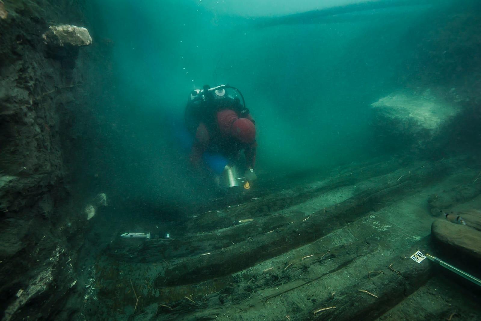 اكتشاف حطام سفينة حربية من العصر البطلمي وبقايا منطقة جنائزية بالاسكندرية